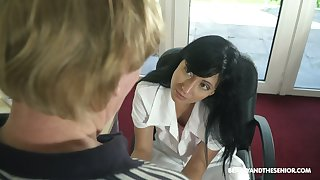 Old patient has the honor to fuck nasty young nurse in uniform Sher Vine