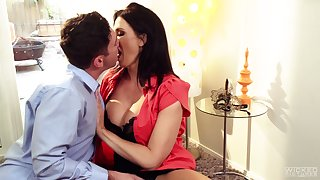 Tantalizing milf Reagan Foxx gives a blowjob with an increment of rides a hard phallus