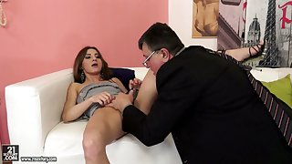 Nerdy challenge treats soaking pussy of Romanian bootyful cowgirl with cuni