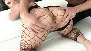 Super bootylicious nympho to fishnet stuff Lisey Sweet loves hard anal