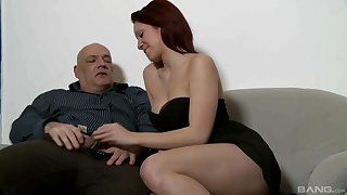 Cute babe wants this older man's big dick respecting her vagabond