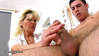 Mature kermis doctor, Renata is using every opportunity to play with a rock hard muscle stick