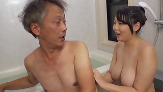 Non-restricted Asian Minazumi Hikari applies herself instantly OK an patriarch alms-man